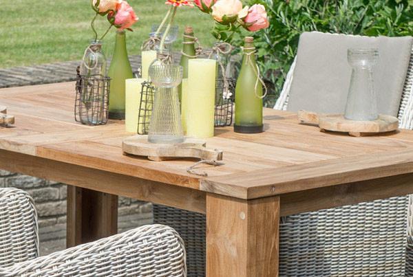 Samode | Massiver Tisch aus Teakholz