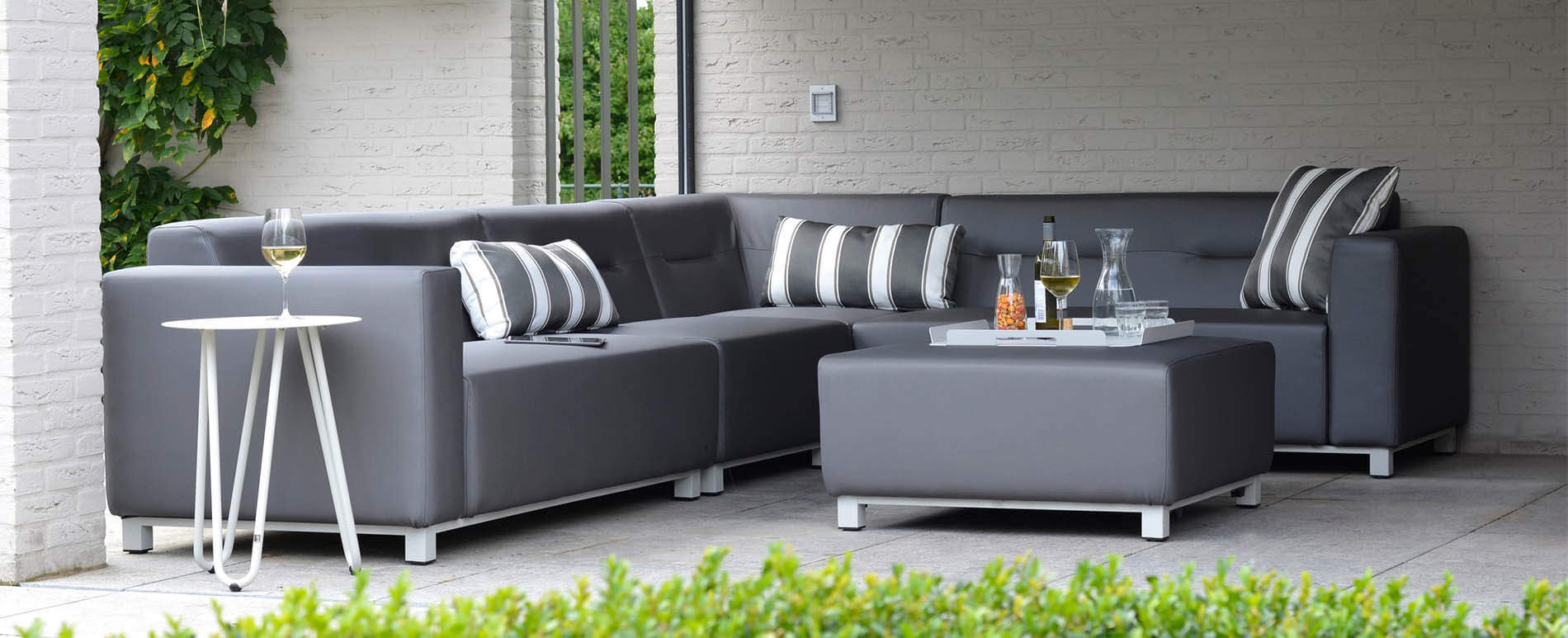 das ultimative lounge feeling lounge sofa f r die terrasse oder garten. Black Bedroom Furniture Sets. Home Design Ideas